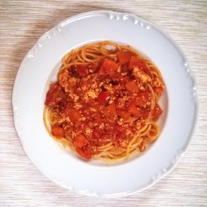wegańskie spaghetti bolognese z tofu