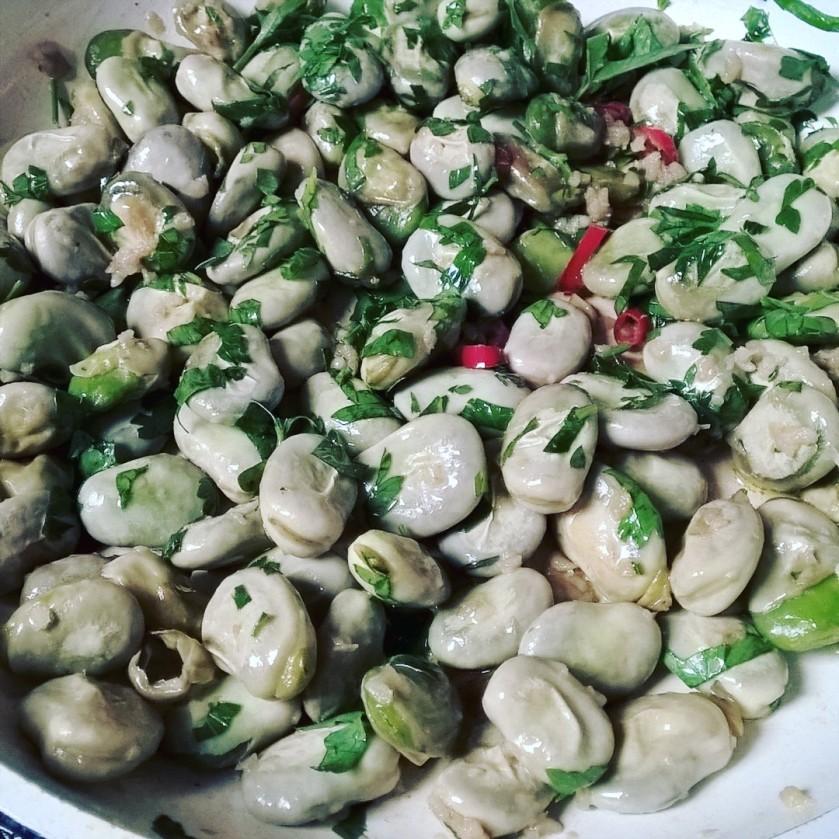 smażony bób aglio olio